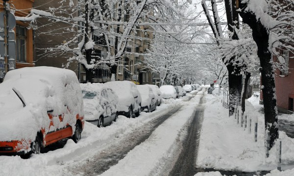 Внимание! Сняг по пътищата, лавини в планините