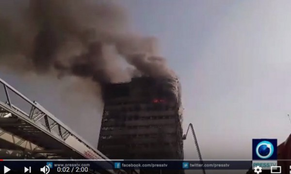 17-етажна сграда в Техеран рухна, след като в нея избухна пожар