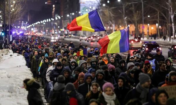 Румънци на протест, властта помилва затворници