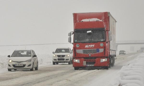 Гърция спря камионите на границата ни заради снеговалежа