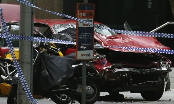 Кола се вряза в пешеходци в Мелбърн, трима загинаха