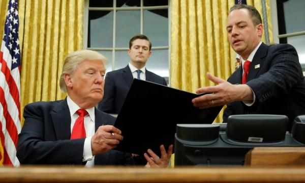 """Тръмп подписа указ срещу """"Обамакеър"""""""