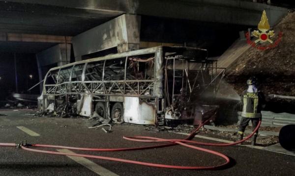 16 са жертвите от изгорелия автобус в Италия