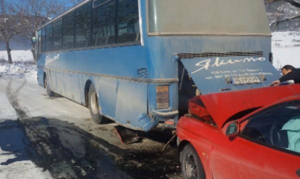 Автобус с над 20 работници катастрофира край Сопот