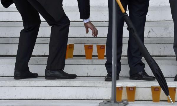 Белгийските депутати може да се простят с безплатната бира