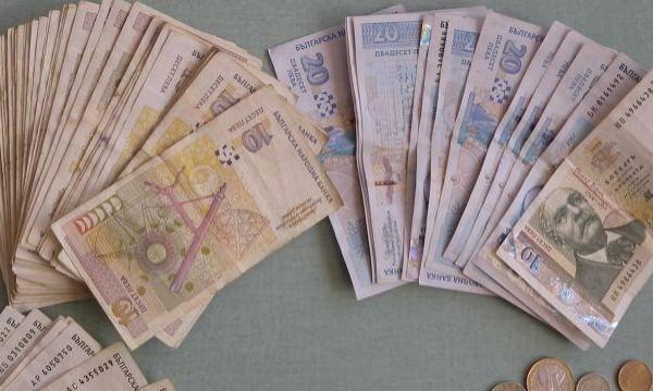 Нов финансов балконинг: Баба метна 1 040 лв. и злато