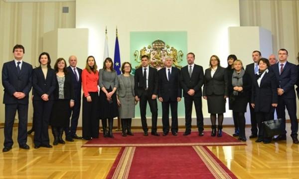 Ето го екипа на президента Радев: Кмет, професор, полковник…