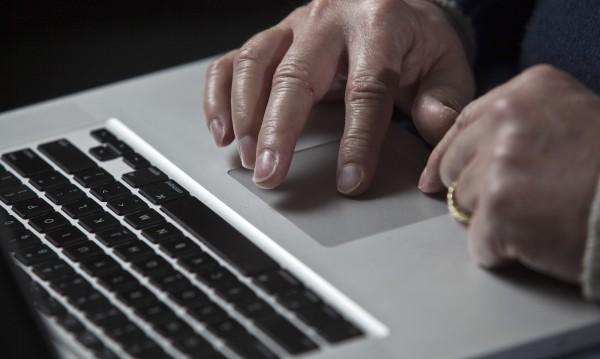 """Нов вирус: Мейл с """"принудително изпълнение"""" уврежда PC-то"""