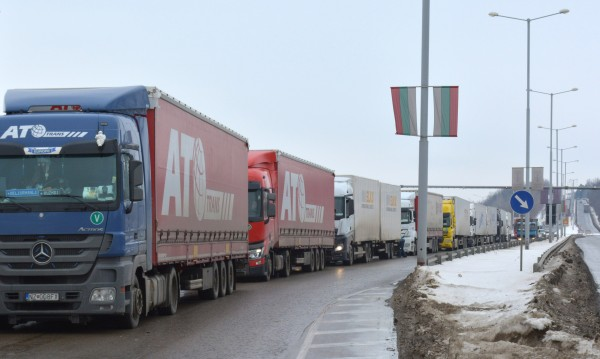 "Тираджии блокираха изцяло ""Дунав мост"" 2"