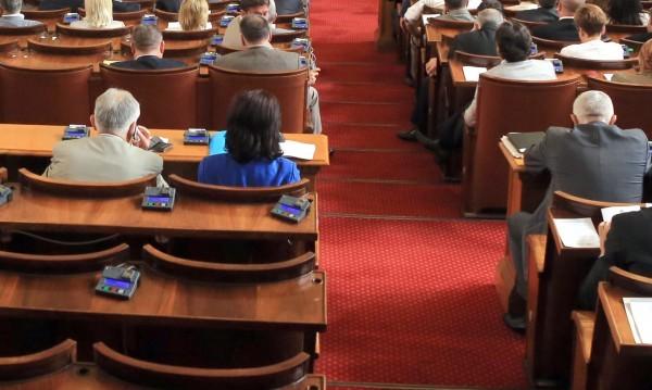 Депутатите нетърпеливи да си тръгнат: Изборите – най-скоро!
