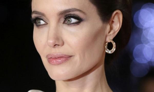 В разгара на развода: Да ухаеш като Анджелина Джоли