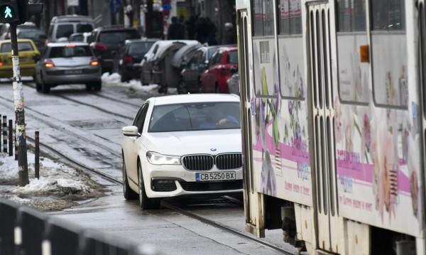 Шофьорите - пешеходци ще плащат и нова регистрация