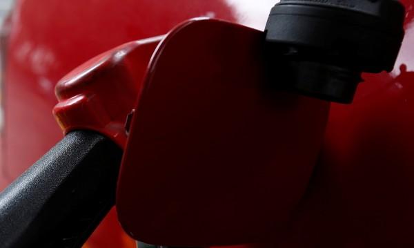 Родни абсурди: Тръгваш с автобус, зареждаш му горивото!