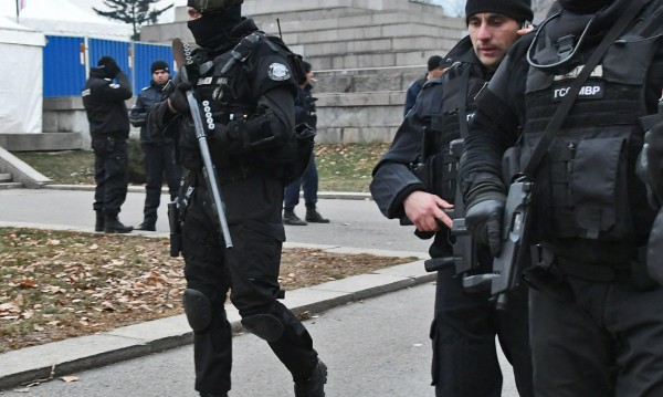 София си търси: Водолаз, шофьори, полицаи