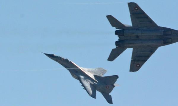 """Кабинетът """"Борисов 2"""" даде още пари, за да летят МиГ-овете"""