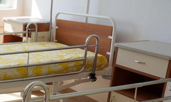 25-годишен размаха нож в болницата в Ямбол, ром псува...