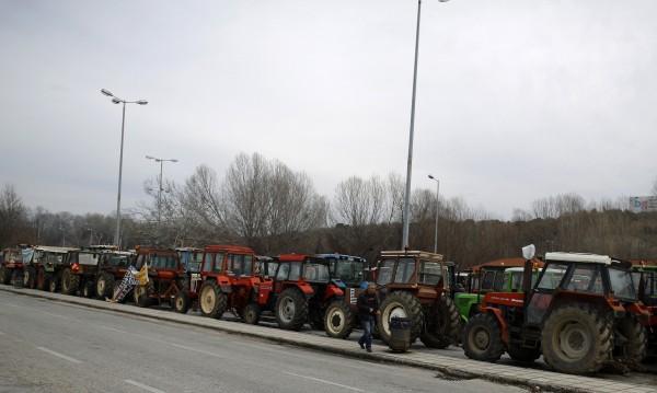 Гръцки фермери струпват трактори към ГКПП Промахон