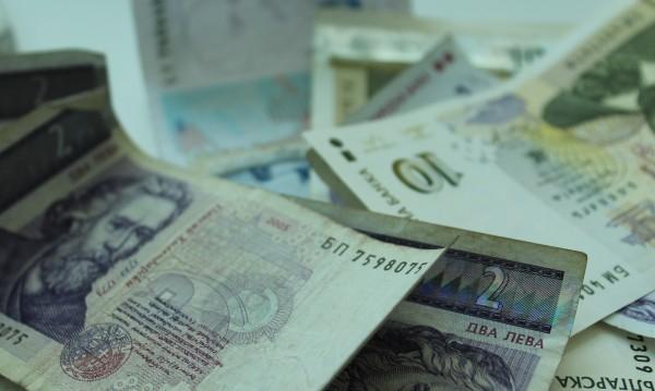 """Левове, евро, лири... хиляди """"летят"""" към ало измамници"""