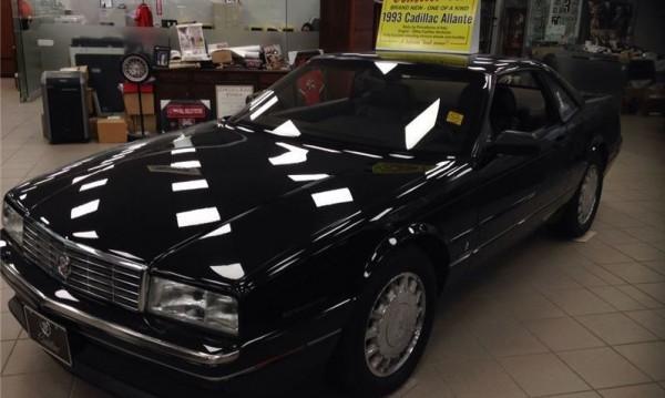 Автомобилът, който стоя 24 години в шоурума