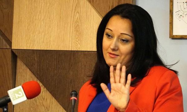"""Лиляна Павлова  – """"любимката"""" на парламента, който си отиде"""