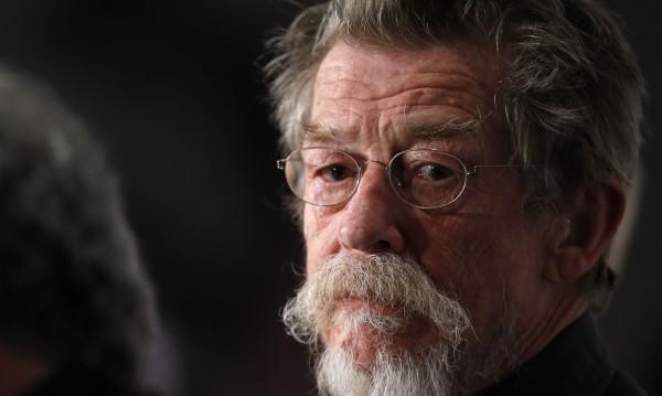 Почина британската звезда на киното сър Джон Хърт