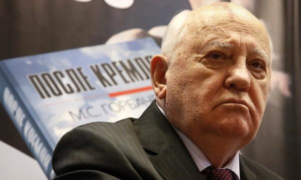 Горбачов злокобно предупреждава: Светът се готви за война!