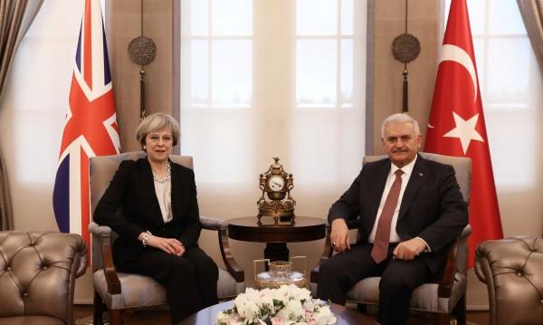 Тереза Мей призова Турция да спазва правата на човека