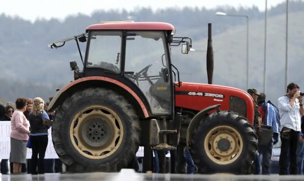 "Блокада, но за час: Фермерите блокираха ""Промахон"""