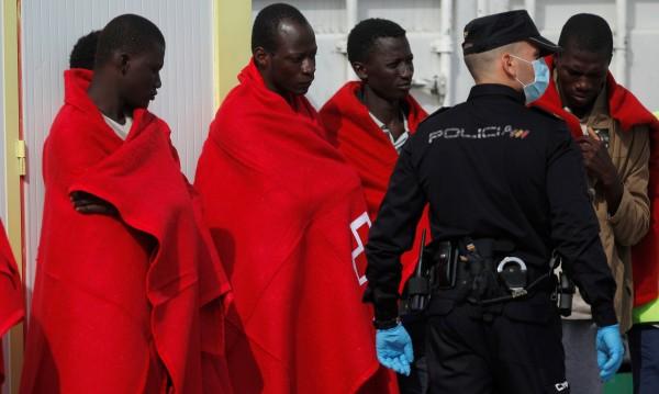 Спасиха 49 мигранти край бреговете на Испания