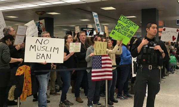 Съдия спря ветото на Тръмп, няма да връщат хора с визи