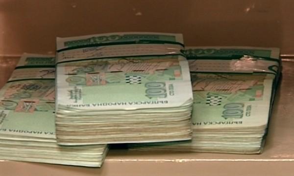 Жена взела 9200 лв. от ало измами, съдът я остави в ареста