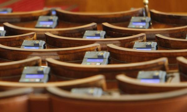 При избори днес: 6 партии в парламента и нито една първа