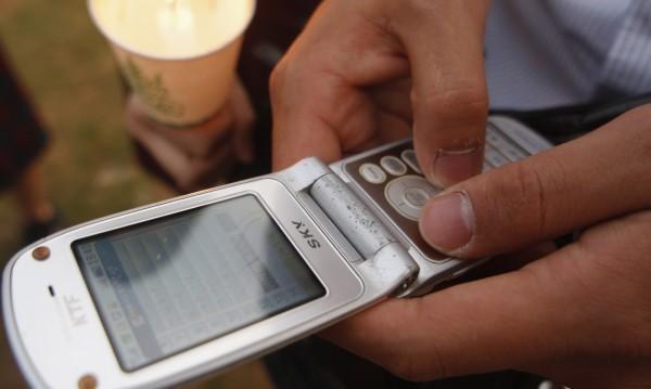 SMS-ът на кирилица – тройно по-скъп! Дискриминация ли е?