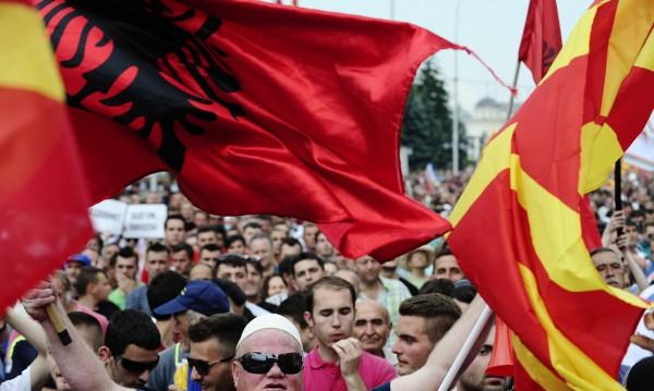 Пада ли Македония в ръцете на албанците?