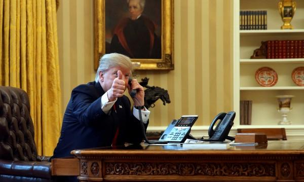 Туитваш, а после уточняваш - Тръмп зачерква 70 г. външна политика