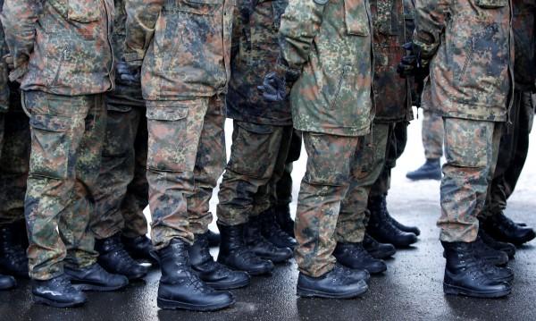 Войникът гей – под закрила и на прицел в Бундесвера