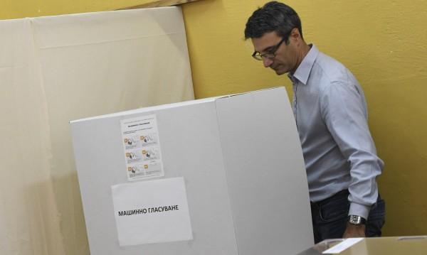 Сблъсъкът за машинното гласуване: Политици vs. ЦИК в съда