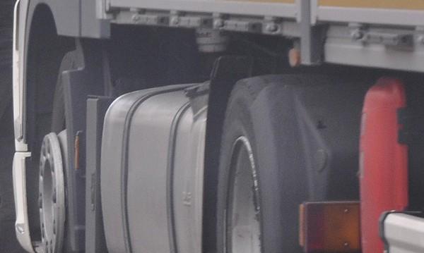 Митничари откриха 20 000 л нелегален спирт в камион с фураж