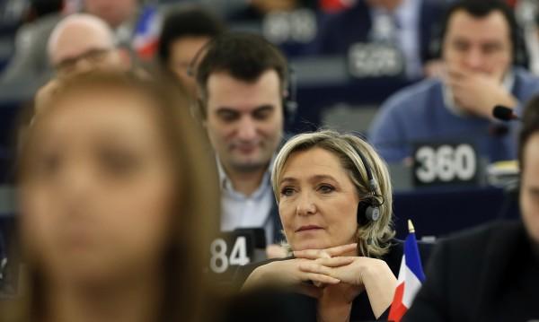 """Претендентите за президент във Франция под обстрел от """"Уикилийкс"""""""