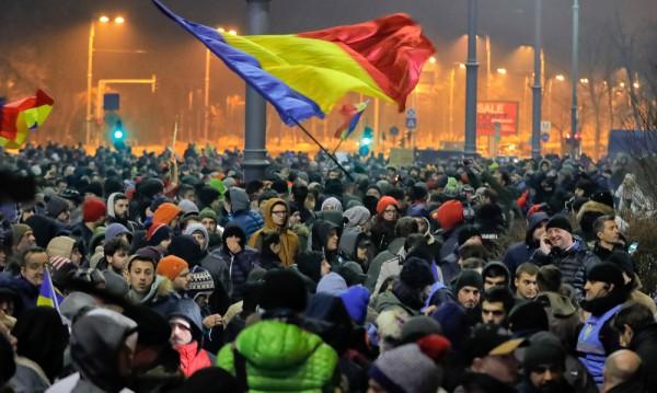Протести в Румъния заради спешен указ на кабинета
