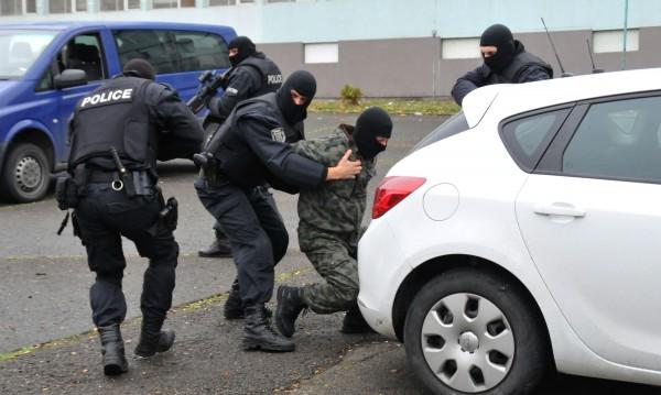"""Екшън край Владая: Полицаи и """"Кобра"""" гониха автокрадци"""