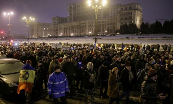 """""""Румъния, събуди се"""" – протестите не стихват"""