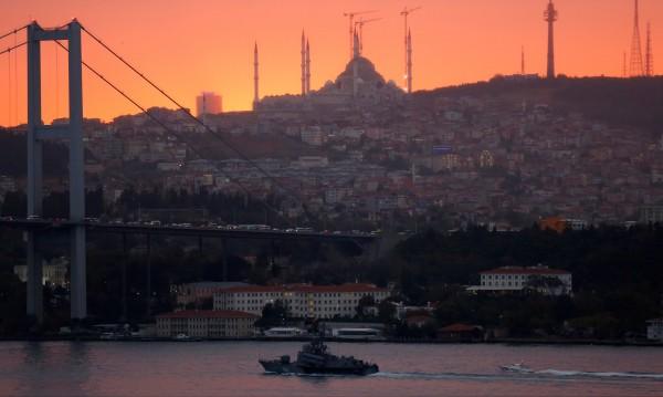 Криза в Истанбул: Мъж държи заложници в болница