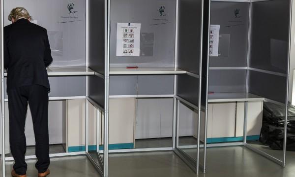 Машинно гласуване ли? Холандия бори хакери с ръчно броене