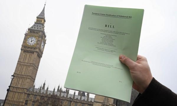 Започна се: Британските депутати гласуваха за начало на Brexit