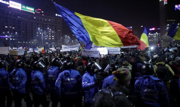 Румънски министър подаде оставка: Как да погледна детето си?