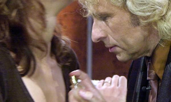 Да запазим аромата на парфюма в 5 трика