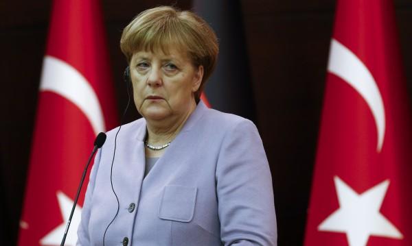 Меркел съгласна: Взимат по 500 бежанци месечно от Турция