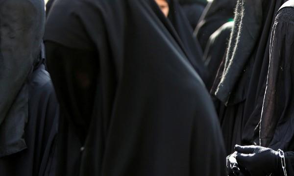 Мюсюлмански младежи на протест във Виена срещу забрана на бурките