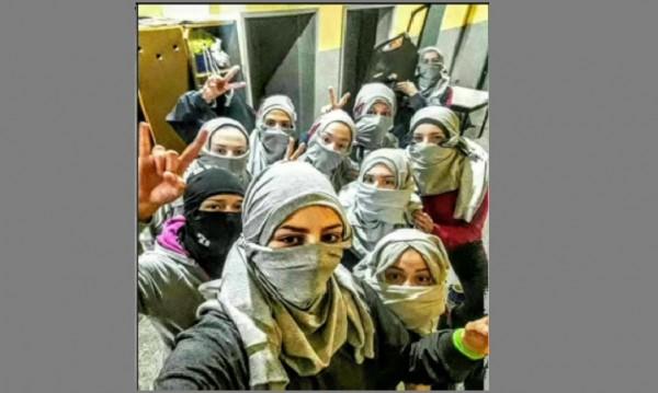 Хиджаб и волейбол: Защо отборът на Казанлък сложи забрадки?